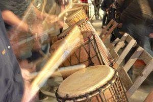 Bastrommels in muziek workshop BAM